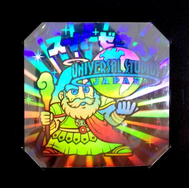 ホログラムシールは光に当てると七色に光る!