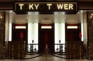 「O」の文字が消えた東京タワーのエレベーターホール