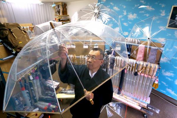 参院選の候補者からも人気のホワイトローズ社のビニール傘