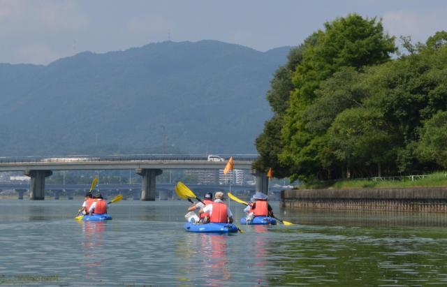人工島「矢橋帰帆島」を右に見ながら、大津市方向を目指す。