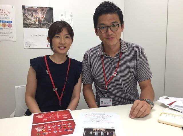 次回に向けた思いを語る日本赤十字社広報室の山田祐一さん(写真右)と森岡郁子さん=東京都港区