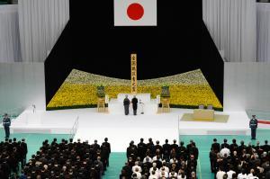 全国戦没者追悼式で「おことば」を述べる天皇陛下=15日午後0時1分、東京都千代田区の日本武道館、角野貴之撮影