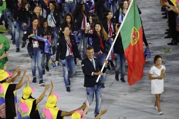 ジーンズで今どき感あるポルトガル選手団=ロイター