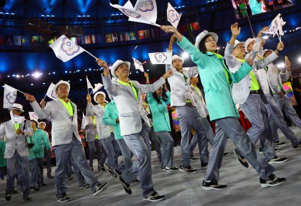 台湾の選手団。ドン小西さんは「カラフルでモダンで勢いがある」と絶賛=ロイター