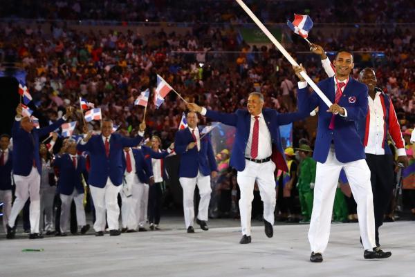ブルーのジャケットが鮮やかなドミニカ共和国の選手団=ロイター