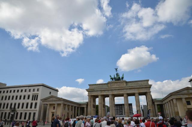 ドイツ・ベルリンにあるブランデンブルク門=神谷毅撮影