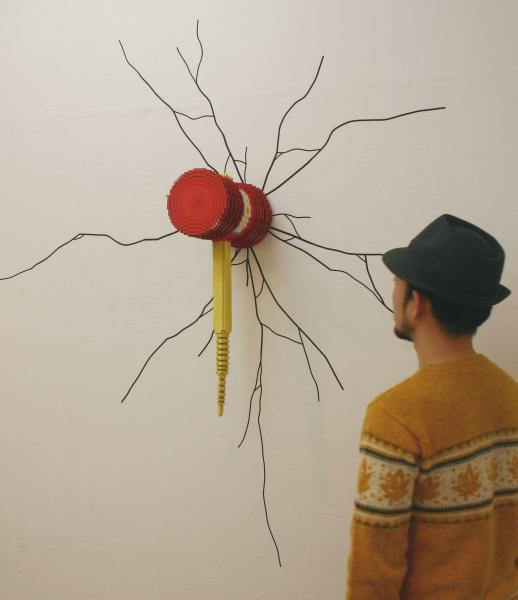身の回りの世界をドットで立体化! デジタル陶芸家の胸熱作品=Low pixel CG 「イメージチェンジ」 2011 陶土・グラフィックテープ
