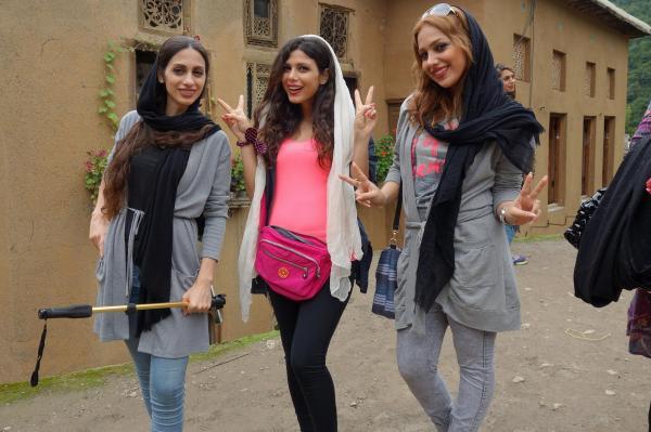 イラン北部ラシュト出身の3人組