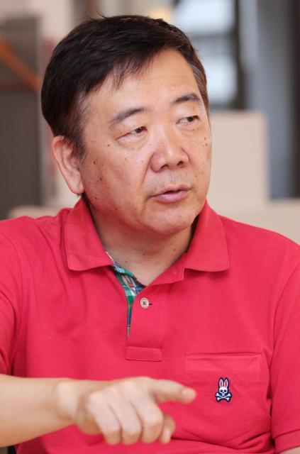 「同調圧力っていうのは日本人の宿痾なのかもしれない」と話す鴻上尚史さん=竹谷俊之撮影
