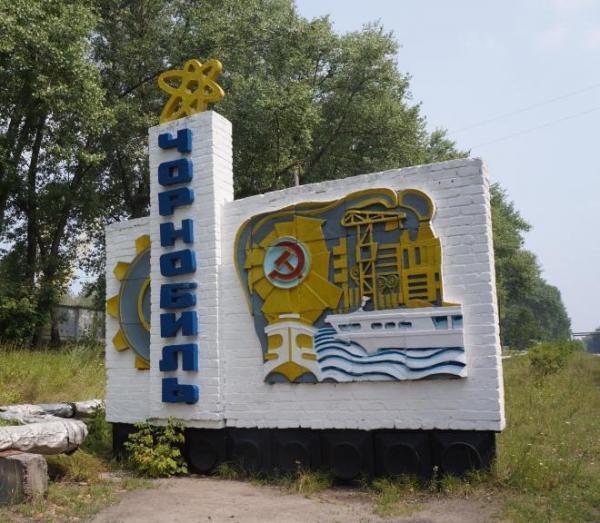 チェルノブイリの看板。ツアー参加者はここで記念写真を撮っていく=水野梓撮影