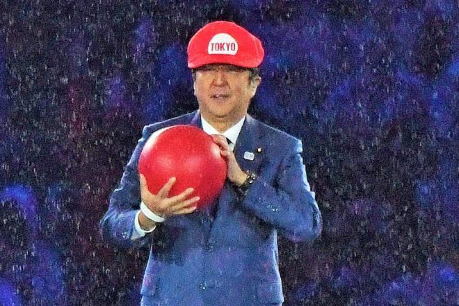 マリオに扮してリオ五輪閉会式に登場した安倍晋三首相