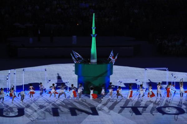 閉会式の東京大会のアトラクションでは「東京スカイツリー」も登場した=樫山晃生撮影