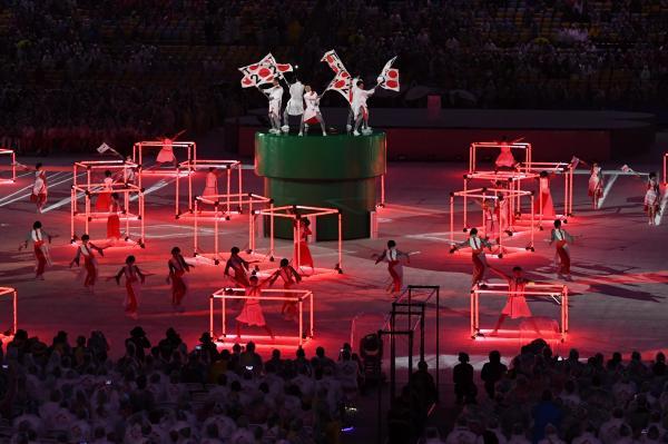 閉会式で、日本の応援団をイメージした演技が披露された=諫山卓弥撮影