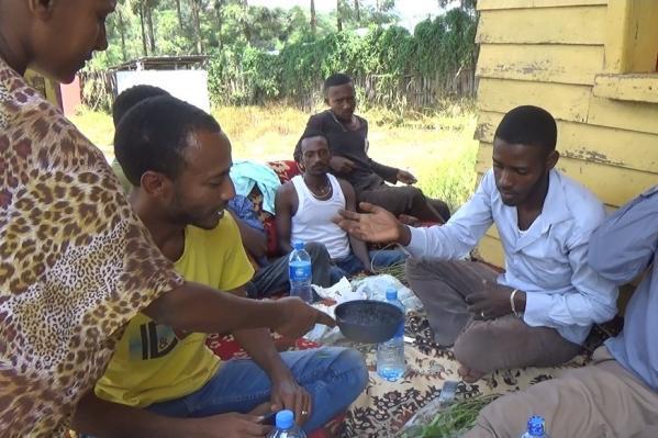 左古記者が訪れたエチオピア西部のオモバコ村。コーヒー作りが盛ん