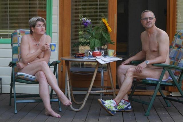 アフタヌーン・ティーを楽しむFKK会員の夫婦=ベルリン近郊、玉川透撮影