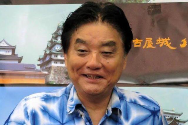 河村市長のこの夏のお気に入りだった「雪花絞り」のシャツ=7月11日、名古屋市役所