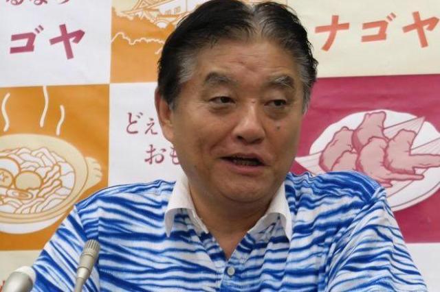 こちらも河村市長のこの夏のお気に入り「むらくも絞り」のシャツ=8月29日、名古屋市役所
