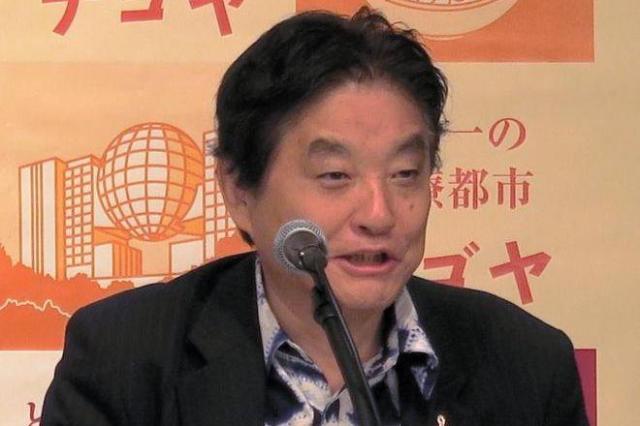 「ミシン絞り」のシャツ=5月31日、名古屋市