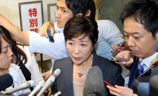 都知事選告示前、自民党都連を訪れた小池百合子都知事。この日、推薦依頼を取り下げた=2016年7月10日、飯塚晋一撮影