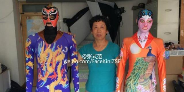 張式範さんと第六代目のフェイスキニと水母衣を着るモデルさん