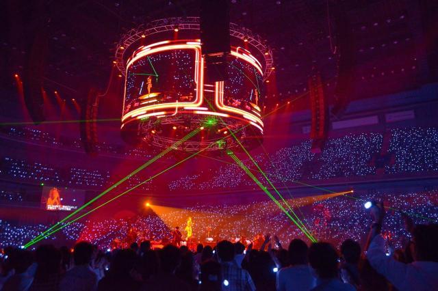 フリフラの光が会場を埋め尽くした、JUJUのライブ=2014年10月12日、さいたまスーパーアリーナ、photo by Masayuki Noda