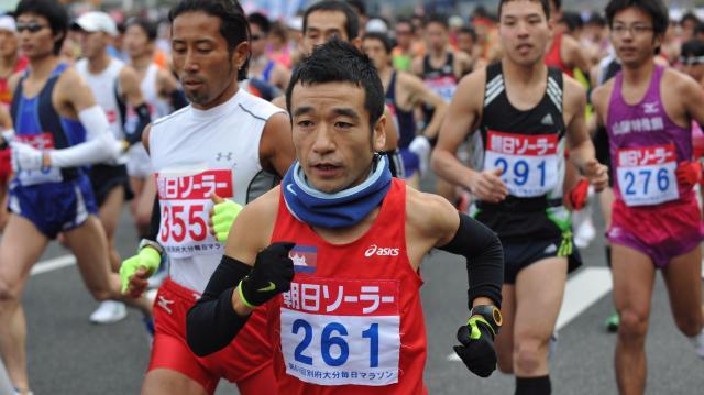 別府大分毎日マラソンで2時間30分26秒で走った猫ひろしさん=2012年2月5日