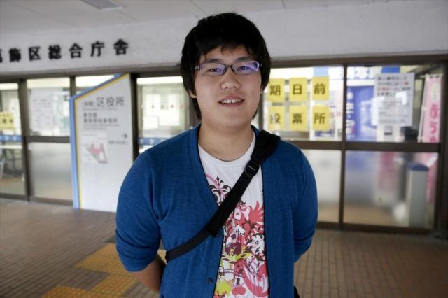奨学金を借りながら、大学で情報工学を学ぶ唐松雄斗さん。「これからの世代が日本をつくっていく、と言ったらちょっと大げさだけど」と照れ笑いした=6月25日