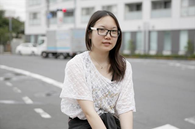 定時制の高校に通う江川美咲さん。「自分たちの将来は自分たちで決めたいと思って。投票は学校で練習したけど、緊張する雰囲気でした」。一歩大人になったと感じた=6月25日午後、東京都葛飾区
