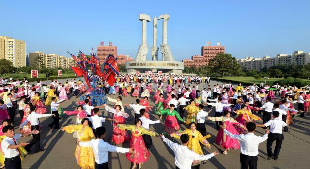 5度目の核実験が行われた9日、平壌市内では朝鮮民主主義人民共和国創建68周年を祝う青年学生の舞踏会が開かれた。朝鮮中央通信が配信した