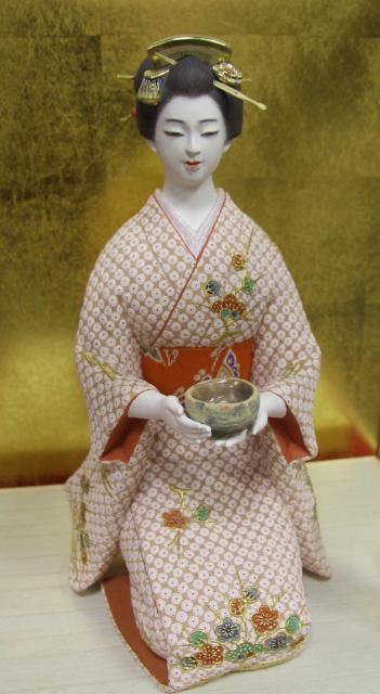 博多人形師・武吉國明さんの作品「茶道」