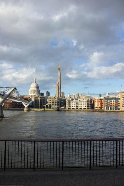 英ケンブリッジ大学などが4月にロンドン市長に提出した80階建ての木造ビル構想