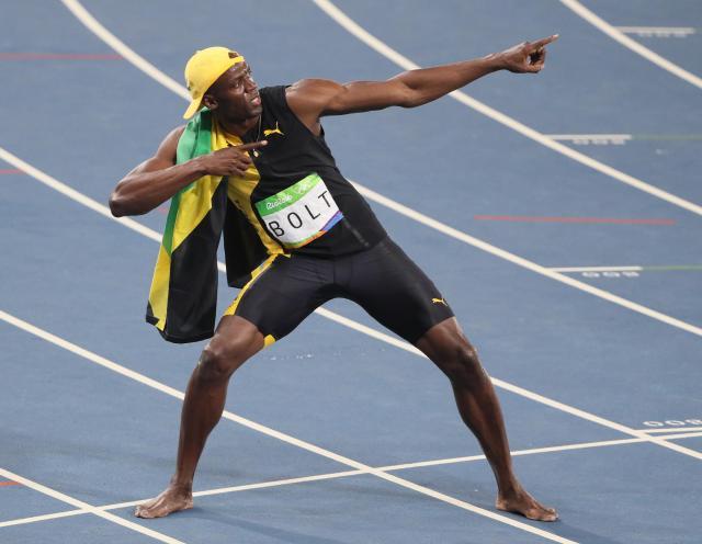 男子100mで優勝し、ポーズをとるウサイン・ボルト選手