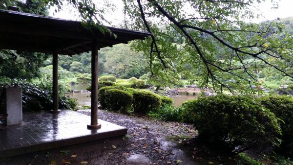 「言の葉の庭」の舞台のモデルになった、新宿御苑の東屋