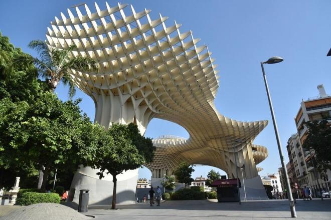 世界最大級の木造建築「メトロポール・パラソル」=スペイン