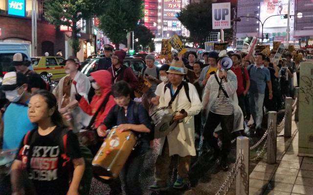 貧困たたきに抗議するデモ=2016年8月27日