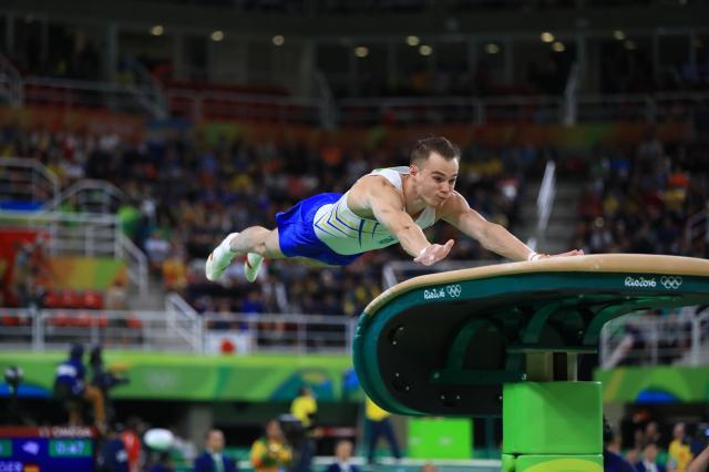 跳馬の演技をするベルニャエフ選手