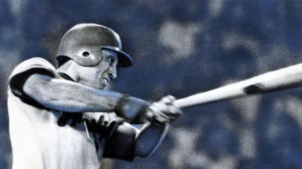 1975年、巨人-広島21回戦3回表、広島2死一塁、右越え2ラン27号本塁打を放つ広島東洋カープのゲイル・ホプキンス内野手=後楽園球場