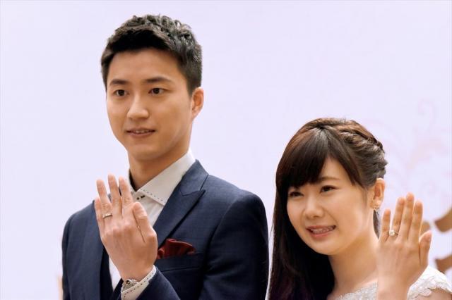 台湾では「卓球王子」と呼ばれている江宏傑選手(左)