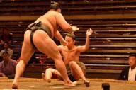 大相撲秋場所13日目、一瞬で負けてしまった序ノ口の服部桜