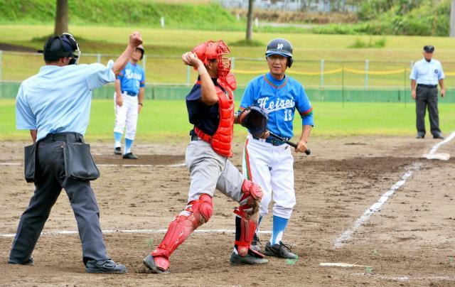 70歳の斎藤元三郎さん(平成クローバーズ)は最終回に代打で出場した
