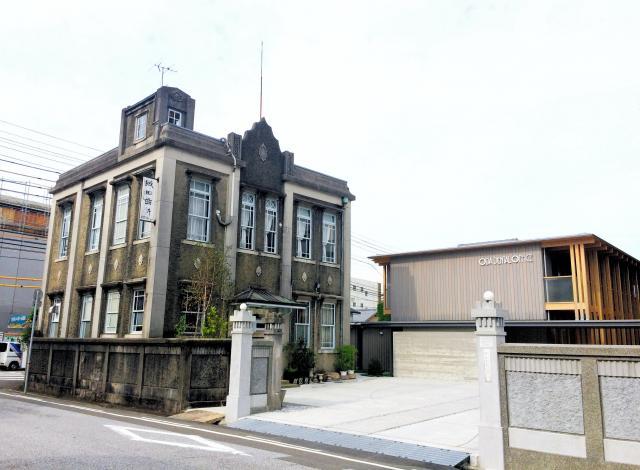 織田信福が1925年に建てた織田歯科医院。今は右側の建物が診療に使われている=高知市升形