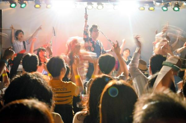 桑田研究会バンドによるライブ「KUWAKENナイト」