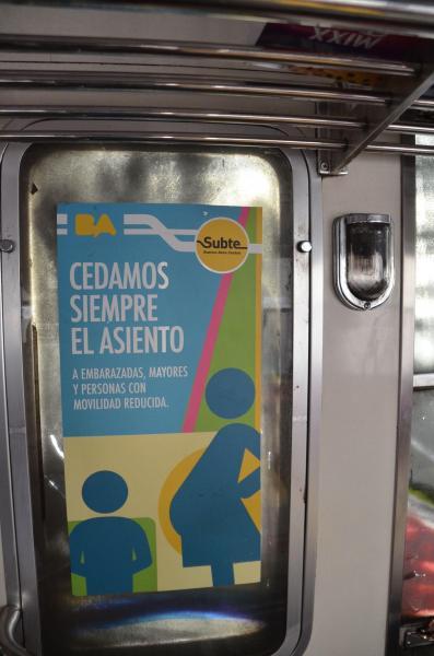 車両内のアルゼンチンの案内表示