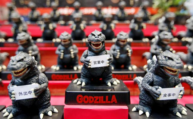 東京おもちゃ展で出展されたゴジラの数々=2016年6月