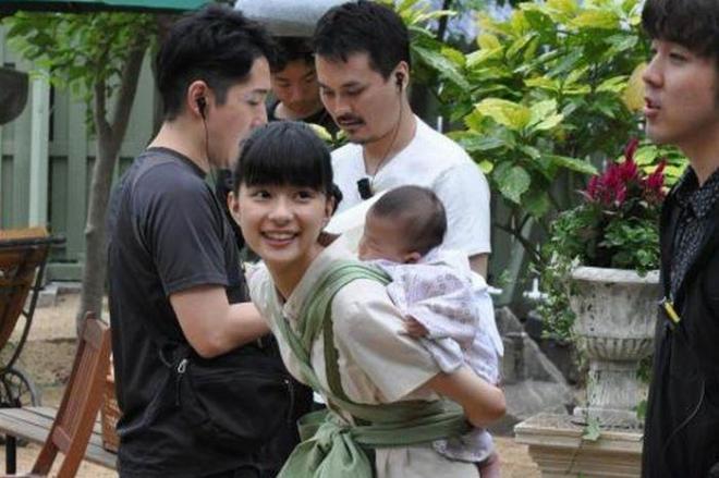 「べっぴんさん」の撮影に臨む、ヒロイン・坂東すみれ役の芳根京子さん=2016年5月、神戸市