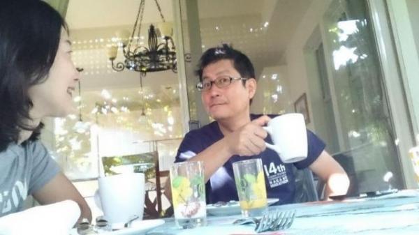 朝食は屋外テラスのテーブルで。ふわりとした空気が最高のぜいたく。