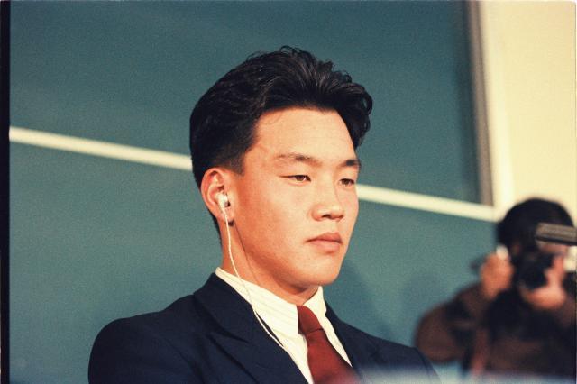 1990年、ドラフト会議でロッテが交渉権を獲得した小池秀郎投手(亜大)
