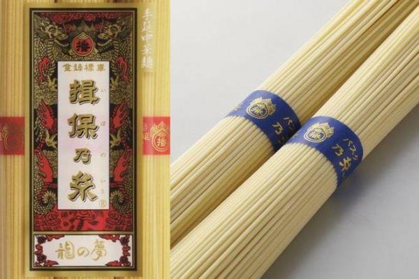 左が揖保乃糸の中華麺。右はパスタ