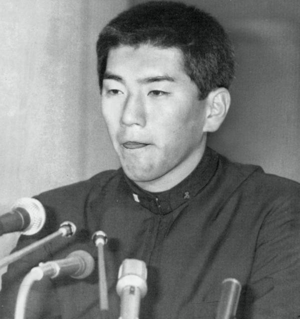 西武に指名されたPL学園の清原和博選手。巨人の指名は同じPLの桑田真澄投手。記者会見では、うつむき加減だった
