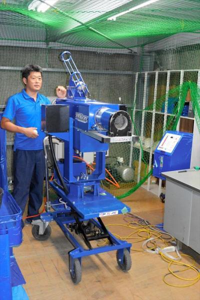 圧縮空気式のピッチングマシン